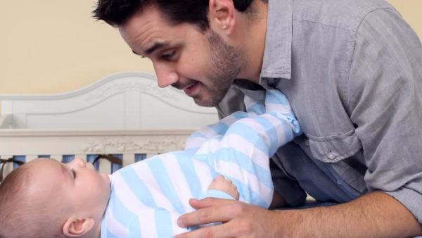 Momentos entre papá y bebé